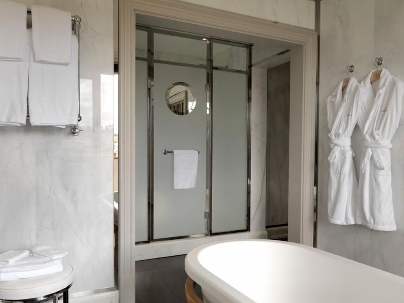 portrait firenze hotel bathroom
